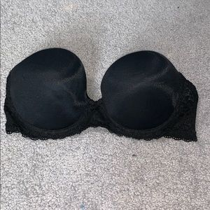 Black lace strapless bra